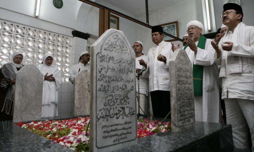 Ziarah ke Makam Al Habib Ali Al-Habsyi (Kwitang)