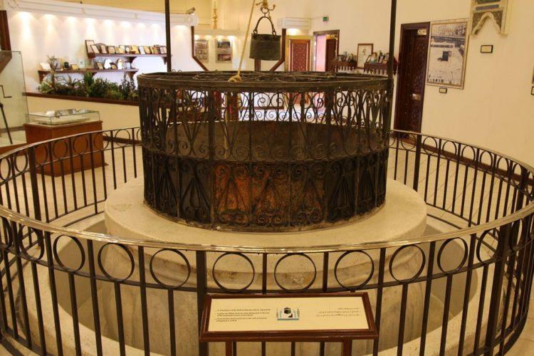 Sejarah dan Keunikan Air Zamzam